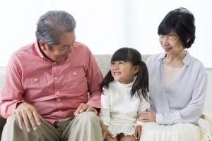 高齢者と子供